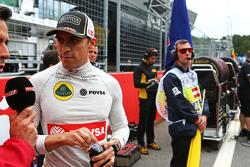 Pastor Maldonado, Lotus F1 Team no grid