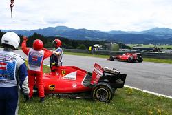 Sebastian Vettel, Ferrari SF15-T passes the damaged Ferrari SF15-T of team mate Kimi Raikkonen, Ferrari
