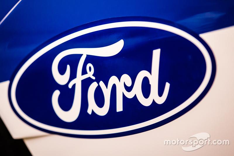 Spek baru GTE Ford GT 2016 yang akan dipakai balapan oleh Chip Ganassi Racing di 24 Hours of Le Mans 2016: Ford logo dan signage