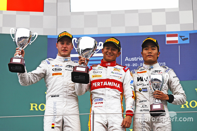 Podium: race winner Rio Haryanto, second place Stoffel Vandoorne, third place Nobuharu Matsushita