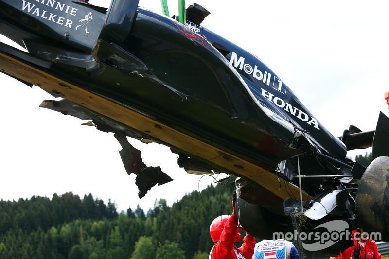 Der beschädigte McLaren MP4-30 von Fernando Alonso, McLaren