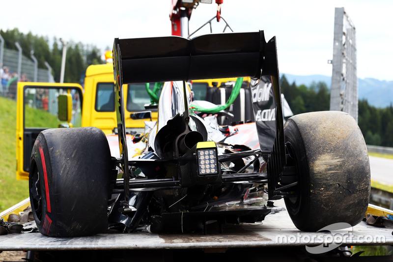 damaged McLaren MP4-30 of Fernando Alonso, McLaren
