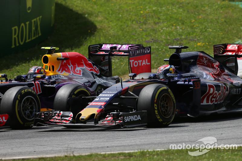 Daniil Kvyat, Red Bull Racing RB11 dan Max Verstappen, Scuderia Toro Rosso STR10 bertarung memperebu