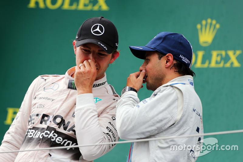 переможець гонки Ніко Росберг, Mercedes AMG F1 на подіумі з третє місцеd Феліпе Масса, Williams