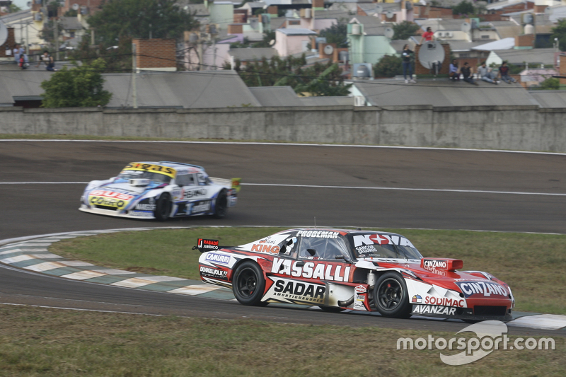 Matias Rossi, Donto Racing, Chevrolet, und Mauricio Lambiris, Coiro Dole Racing, Torino