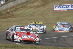 Matias Rossi, Donto Racing Chevrolet, dan Mauricio Lambiris, Coiro Dole Racing Torino, dan Christian