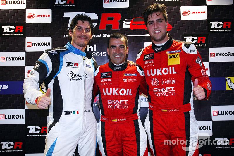 pole position Jordi Gene, SEAT Leon, Craft Bamboo Racing LUKOIL tempat kedua Andrea Belicchi, SEAT