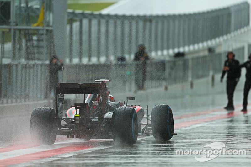 Stoffel Vandoorne, McLaren MP4-29H, Test- und Ersatzfahrer, in heftigem Regen
