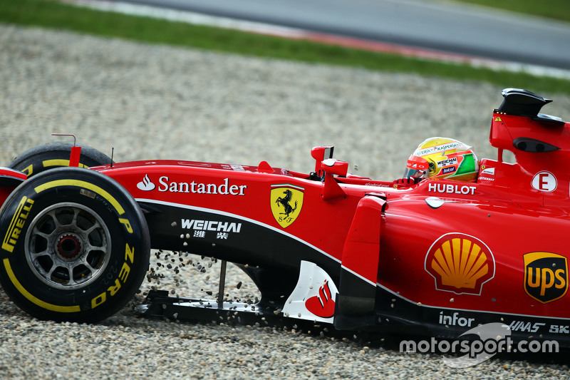 Esteban Gutierrez, Ferrari SF15-T Test and Reserve Driver runs off the circuit and into a gravel trap