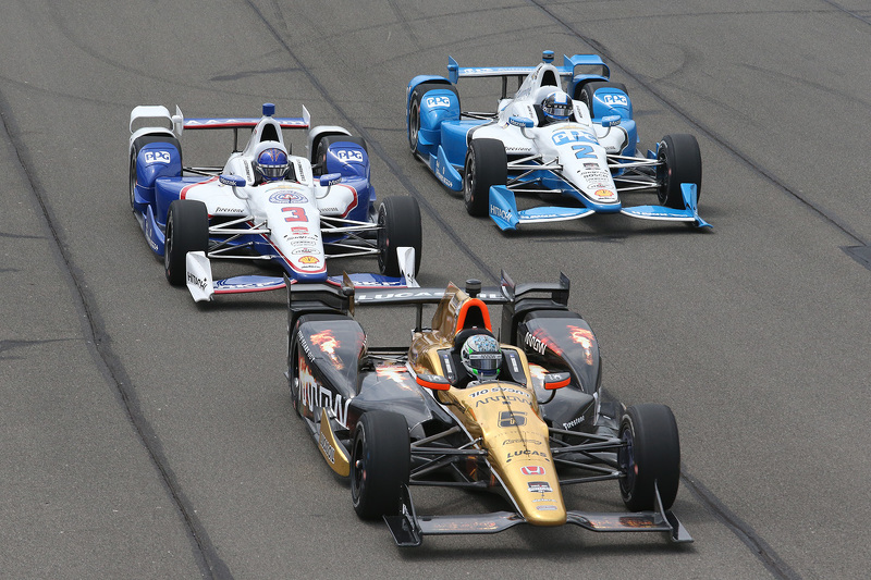Ryan Briscoe, Schmidt Peterson Motorsports Honda, Helio Castroneves, Team Penske Chevrolet and Juan