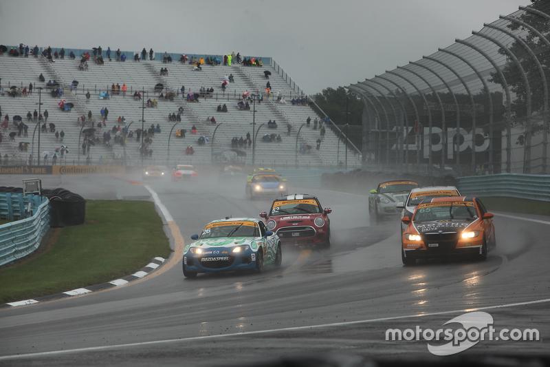 Hujan saat aksi balapan