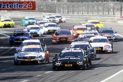 Старт: Бруно Спенглер, BMW Team MTEK BMW M4 DTM лидирует