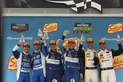 Prototypen-Podium: 1. #90 VisitFlorida.com Racing, Corvette DP: Richard Westbrook, Michael Valiante; 2. #01 Chip Ganassi, Ford/Riley: Scott Pruett, Joey Hand, und 3. #5 Action Express Racing, Corvette DP: Joao Barbosa, Christian Fittipaldi