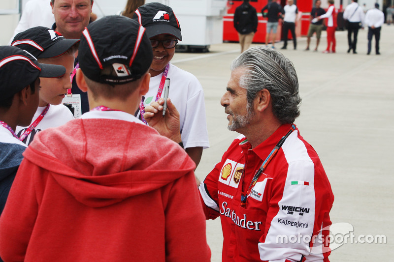 Maurizio Arrivabene, Ferrari Team Principal signs autographs for F1 in Schools children