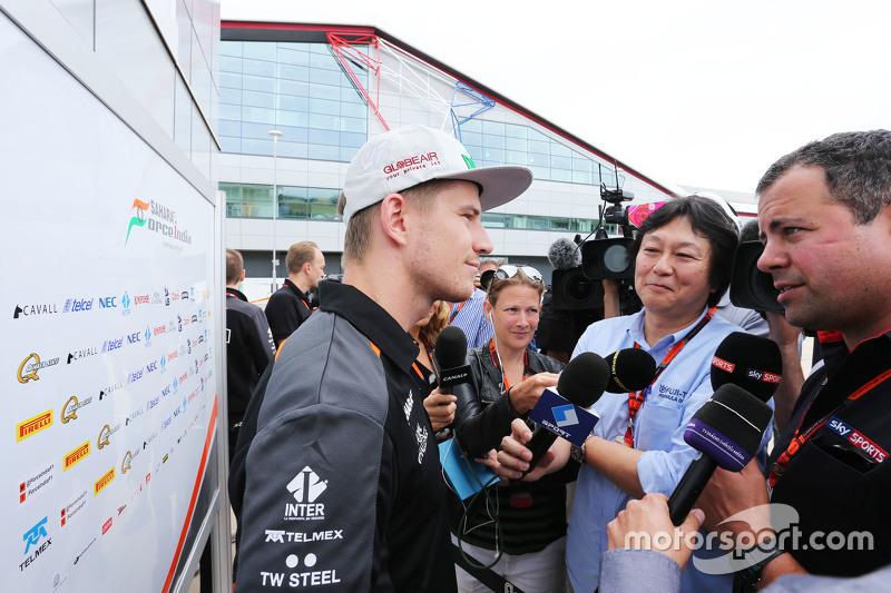 Nico Hulkenberg, Sahara Force India F1 bersama Ted Kravitz, Sky Sports Pitlane Reporter