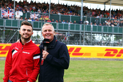Will Stevens, Manor F1 Team com Johnny Herbert, apresentador da Sky Sports F1