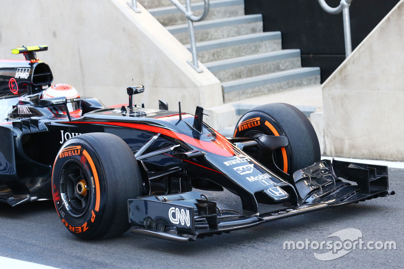 Jenson Button, McLaren MP4-30 front wing