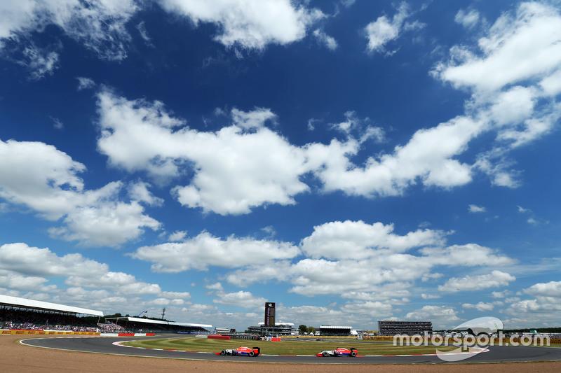 Roberto Merhi, Manor Marussia F1 Team leads team mate Will Stevens, Manor Marussia F1 Team