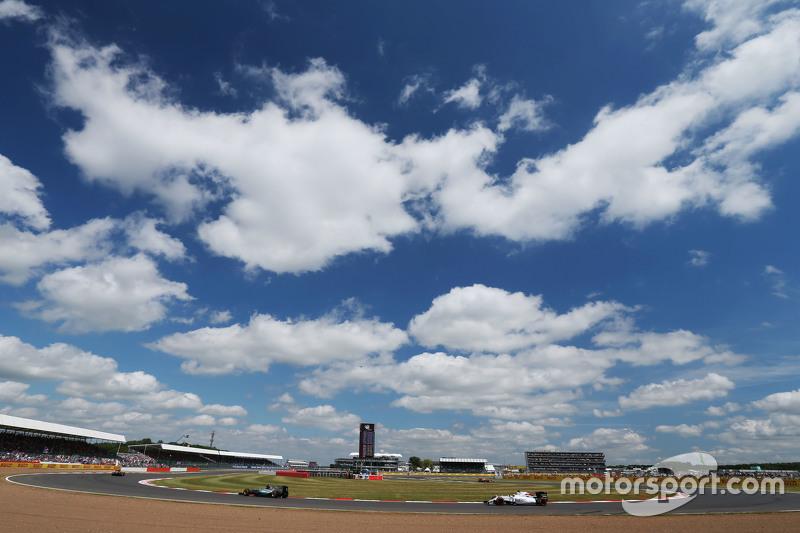Nico Rosberg, Mercedes AMG F1 W06, vor Felipe Massa, Williams FW37