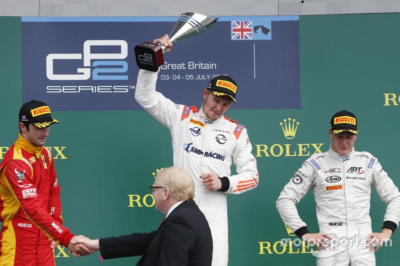 Podium: 1. Sergey Sirotkin, Rapax; 2. Alexander Rossi, Racing Engineering, und 3. Stoffel Vandoorne,