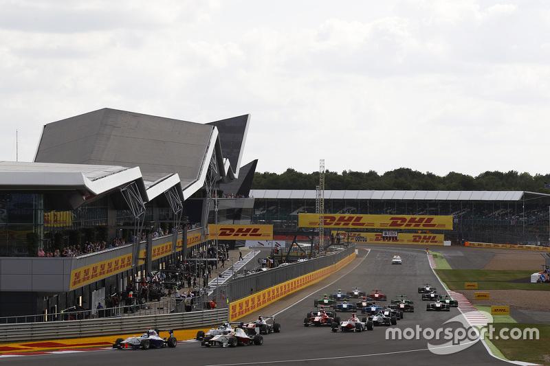 Matthew Parry, Koiranen GP, memimpin Alex Palou, Campos Racing, dan Jimmy Eriksson, Koiranen GP
