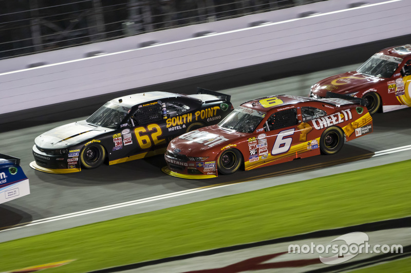 Brendan Gaughan, Richard Childress Racing, Chevrolet, und Darrell Wallace jr., Roush Fenway Racing, Ford