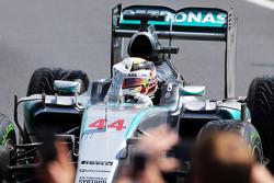 Winnaar Lewis Hamilton, Mercedes AMG F1 viert in parc fermé