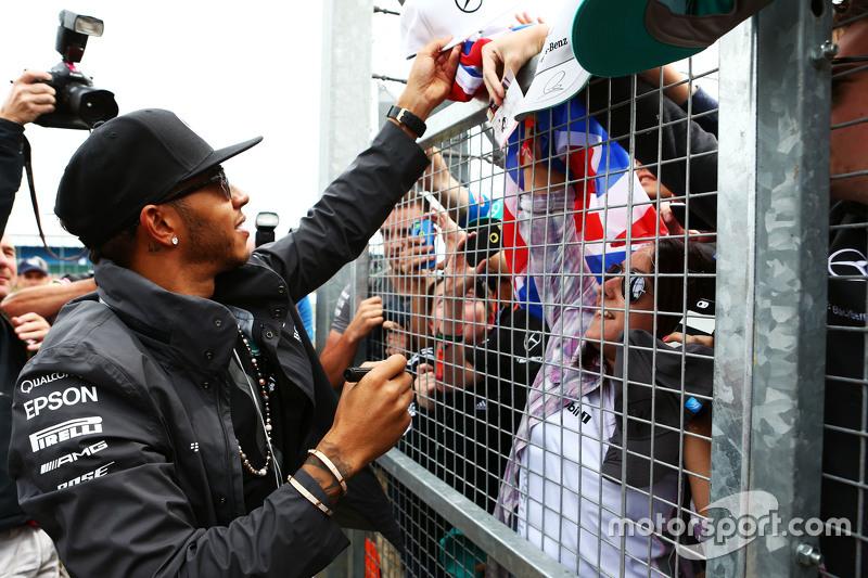 Lewis Hamilton, Mercedes AMG F1 bersama the fans