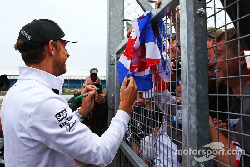 Jenson Button, McLaren bersama the fans