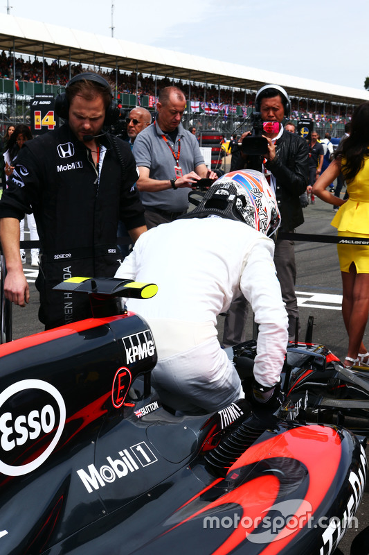 Jenson Button, McLaren MP4-30 no grid