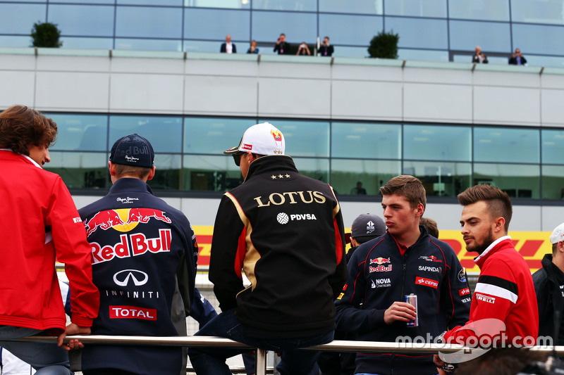 Pastor Maldonado, Lotus F1 Team bersama Max Verstappen, Scuderia Toro Rosso, dan Will Stevens, Manor