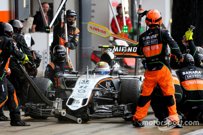 Sergio Perez, Sahara Force India during pitstop