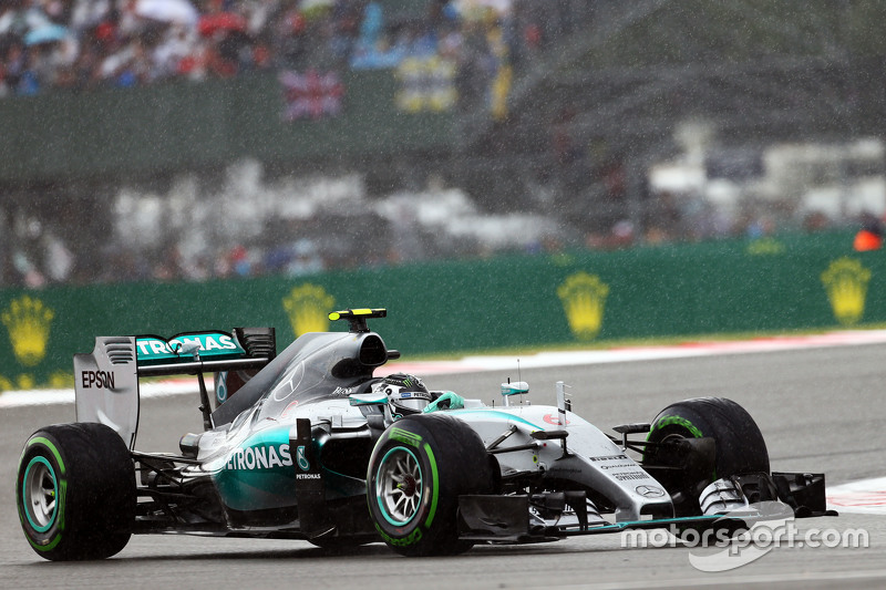 Nico Rosberg, Mercedes AMG F1 W06 in the rain.