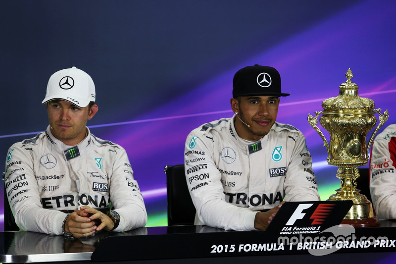 Konferensi Pers FIA pasca-balapan,: Nico Rosberg, Mercedes AMG F1, second; Lewis Hamilton, Mercedes AMG F1, race winner.