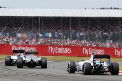 Felipe Massa, Williams FW37 lidera a Lewis Hamilton, Mercedes AMG F1 W06 y a Valtteri Bottas, Willia