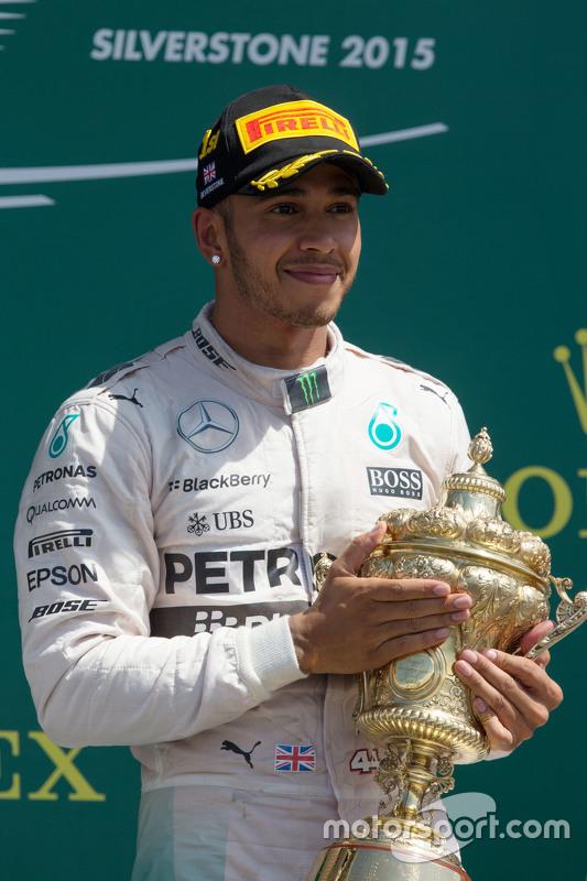 Vencedor Lewis Hamilton, Mercedes AMG F1 celebra no pódio