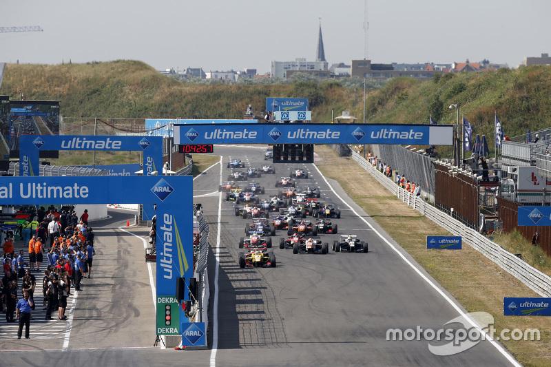 Start: Antonio Giovinazzi, Jagonya Ayam bersama Carlin Dallara Volkswagen memimpin from Felix Rosenqvist, Prema Powerteam Dallara Mercedes-Benz