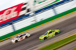 Greg Biffle, Roush Fenway Racing Ford and Paul Menard, Richard Childress Racing Chevrolet