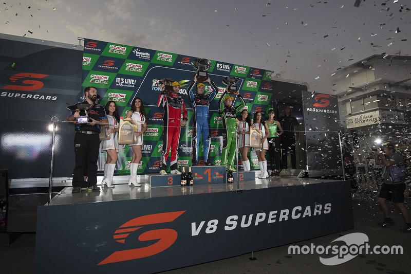 Podium: Race winner Mark Winterbottom, Prodrive Racing Australia Ford, second place David Reynolds,