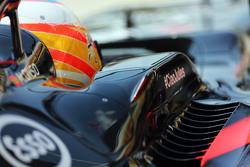 Наклейка на машине Фернандо Алонсо, McLaren MP4-30 в память о Жюле Бьянки