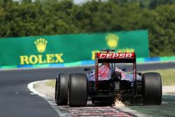 Искры из-под машины Макса Ферстаппена, Scuderia Toro Rosso STR10