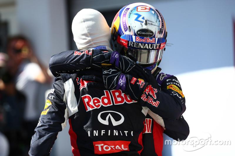 Peringkat kedua Daniil Kvyat, dan peringkat ketiga Daniel Ricciardo, Red Bull Racing