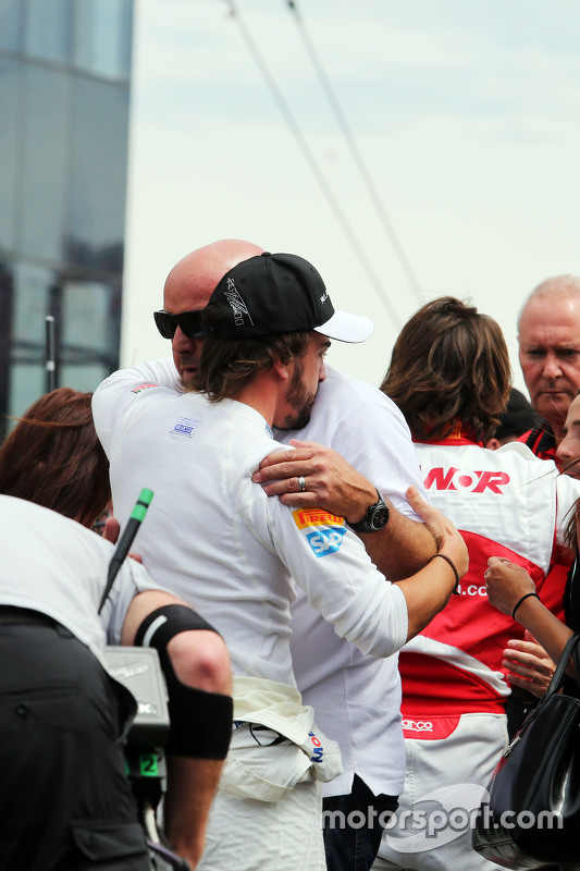 Fernando Alonso, McLaren with the Bianchi family on the grid
