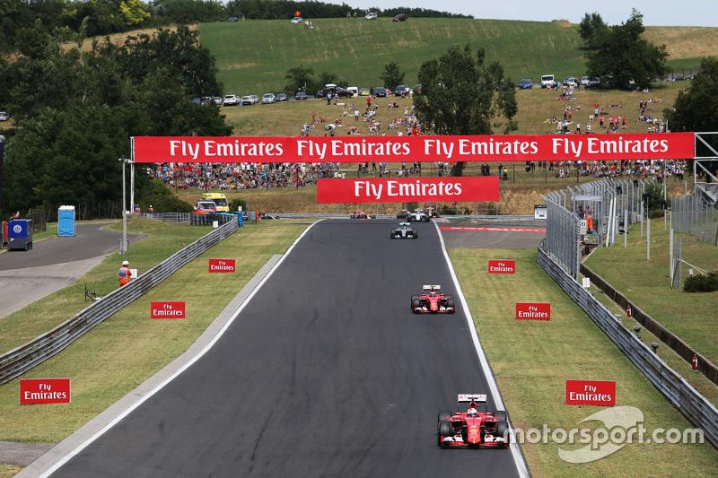 Sebastian Vettel, Ferrari SF15-T memimpin di balapan