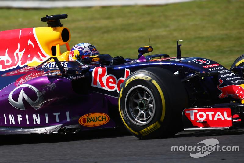 Daniel Ricciardo, Red Bull Racing RB11 dengan kerusakan pada mobilnya