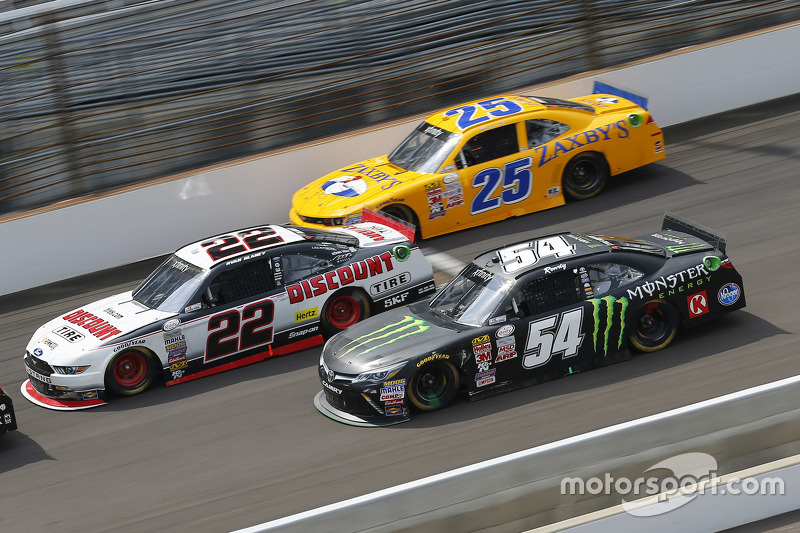 Alex Bowman, Athenian Motorsports Chevrolet, Ryan Blaney, Team Penske Ford dan Kyle Busch, Joe Gibbs Racing Toyota