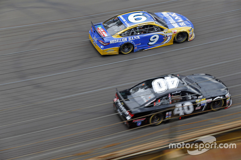 Sam Hornish Jr., Richard Petty Motorsports Ford, dan Landon Cassill, Hillman Circle Sport LLC Chevro