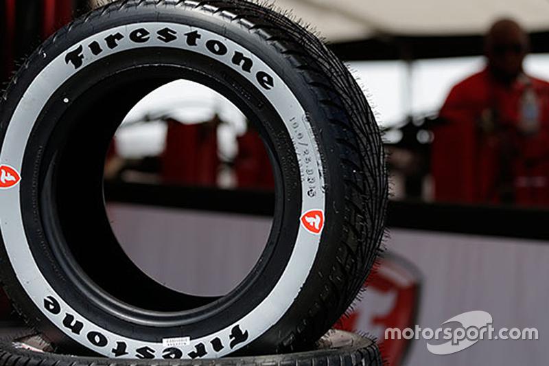 Novo pneu da Firestone com linha prateada