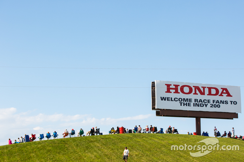 Fans on the hillside at Mid-Ohio