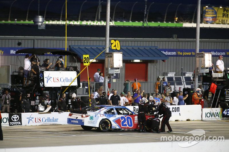 Kenny Wallace, Joe Gibbs Racing Toyota en los pits